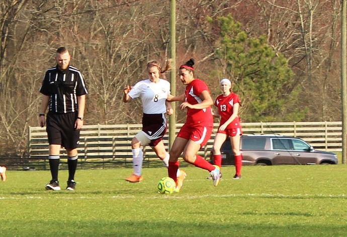 Izabela Nicoletti - futebol - NAC (Foto: Valerie Weaver/NAC Lions)