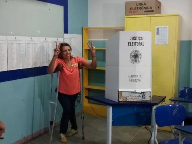 Candidata Cida Ramos vota em João Pessoa (Foto: André Resende/G1)