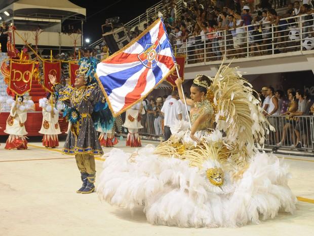 Casal de mestre sala e porta bandeira da Pega no Samba (Foto: Beto Morais/ G1 ES)