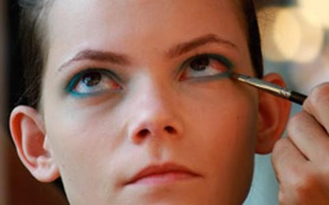 Olhos azuis para combinar com o verão
