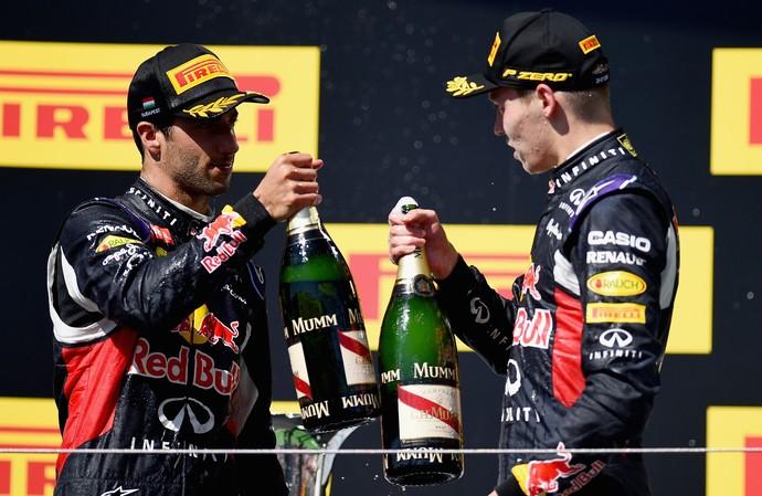 Daniel Ricciardo e Daniil Kvyat no pódio do GP da Hungria 2015 (Foto: Getty Images)