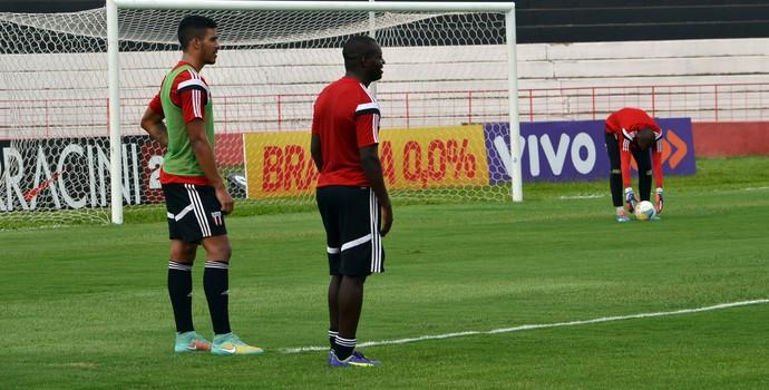 Zé Roberto e Carlos Henrique, do Botafogo-SP (Foto: Cleber Akamine)