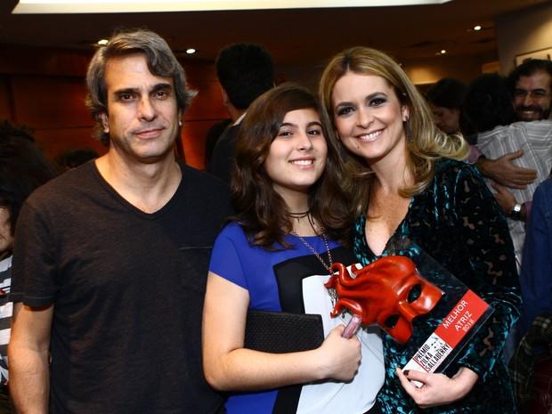 Claudia Abreu e família na 8ª edição do Prêmio Zilka Sallaberry (Foto: Raphael Mesquita / FotoRioNews)