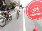 Mesmo com frio, ciclistas vão à Paulista no dia oficial de abertura