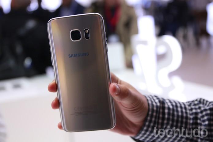 Parte traseira do Galaxy S7 Edge (Foto: Fabrício Vitorino/TechTudo)