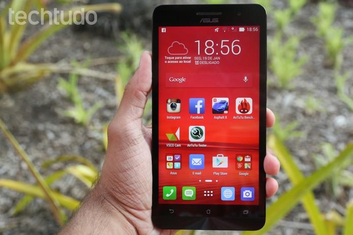 O Zenfone 6 é o smartphone grandão da Asus; confira se ele é uma boa opção para comprar (Foto: Lucas Mendes/TechTudo)