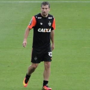 Leandro Donizete elogiou Fábio Santos, novo convocado por Tite (Foto: Guilherme Frossard)