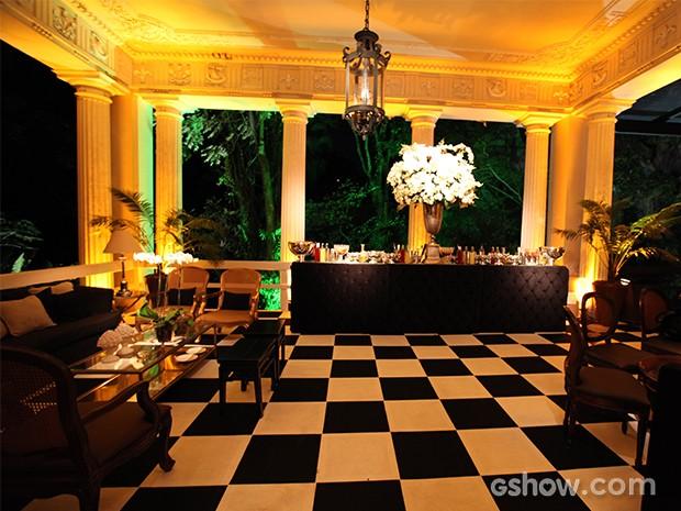 Iluminação destaca o bar da festa (Foto: Pedro Curi/TV Globo)