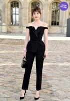 Look do dia: Dakota Johnston, de '50 tons', arrasa no modelito em Paris