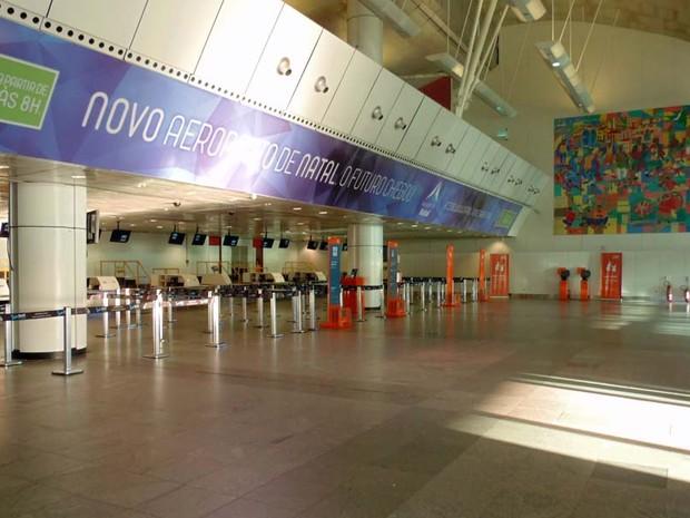 Saguão ficou vazio no último dia de funcionamento do aeroporto Augusto Severo (Foto: Fred Carvalho/G1)