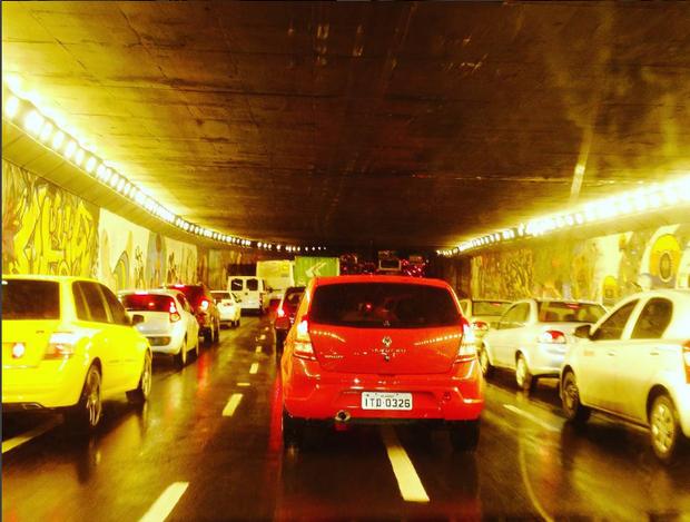 Cidade engarrafada] (Foto: Reprodução/Instagram @diogo_rvaz)