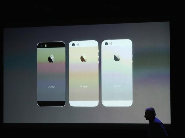 O iPhone 5S estará disponível em três cores diferentes: prateado, dourado e preto (Foto: Getty Images)