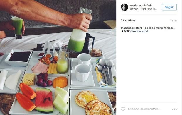 Mariana Goldfarb, namorada de Cauã Reymond, mostra café da manhã com o ator em São Miguel dos Milagres, Alagoas (Foto: Reprodução/Instagram)