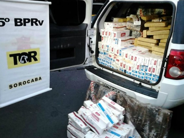 Droga estava escondida em carregamento de cigarros (Foto: Carlos Alberto Soares/ TV TEM)