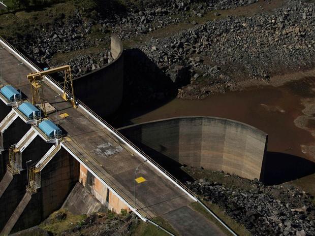 Vista da represa de Jaguari, parte do Sistema Cantareira, em Bragança Paulista (SP). O estado de São Paulo enfrenta a pior seca já registrada (Foto: Roosevelt Cassio/Reuters)