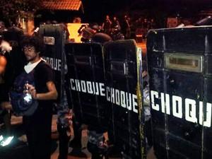 Em Vitória, a tropa de choque protege a casa do governador do Espírito Santo (Foto: Leandro Nossa/ G1ES)