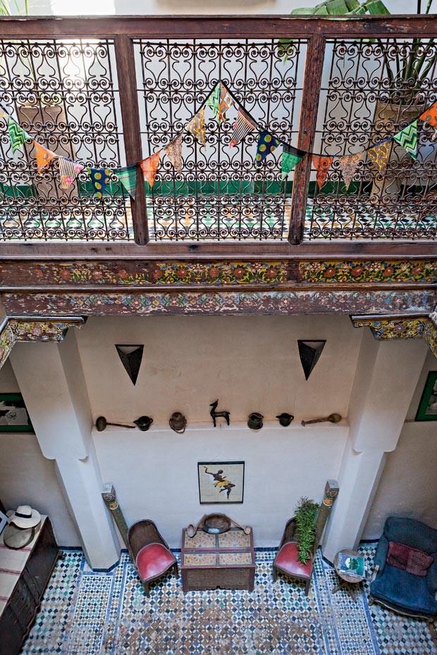 Os riads são tradicionais na arquitetura árabe do antigo Marrocos. Eles têm sempre um pátio central cercado pelos cômodos. Geralmente ocupam dois ou três andares. (Foto: Lufe Gomes/Life by Lufe)
