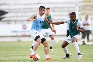Bruno Moraes será titular pelo Santa Cruz no jogo de sábado (Foto: Aldo Carneiro / PE Press)