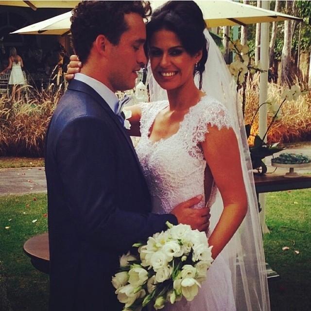 O dia do 'sim'! Rodrigo Andrade e Joyce Alvares se casam em chácara