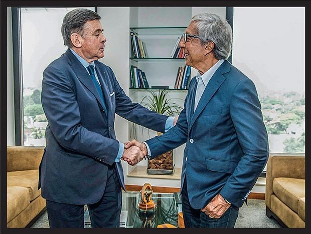 Volta ao Varejo  Georges Plassat, CEO do Carrefour, e Abilio: velho rival, nova casa (Foto: Leonardo Rodrigues)