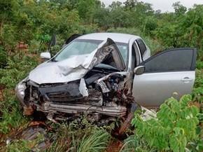 Frente de um dos carros ficou destruída (Foto: Jadiel Luiz/Blog do Sigi Vilares)