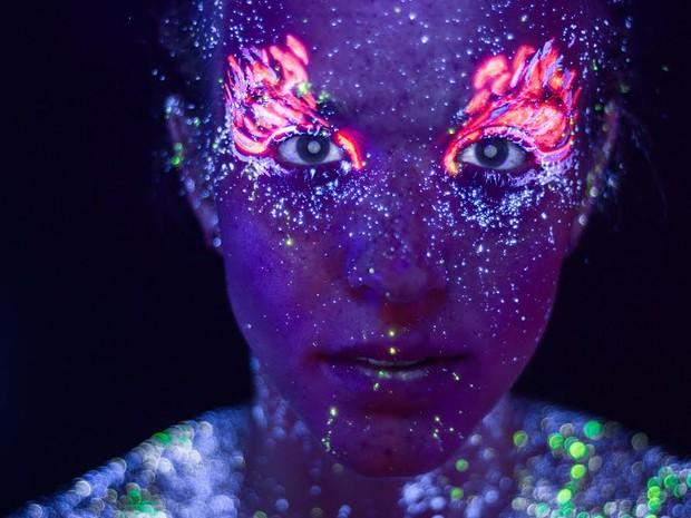 Hib Said mostra trabalho de fotografia com maquiagem neon (Foto: Hid Saib)