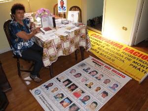 Mãe cobra das autoridades solução para os casos (Foto: Sílvio Muniz/G1)