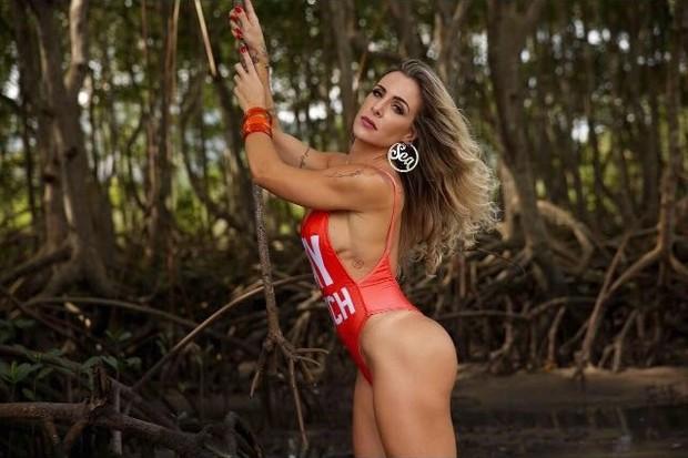 Joana Machado em ensaio sensual inspirado em Pamela Anderson (Foto: Davi Borges/Divulgação)
