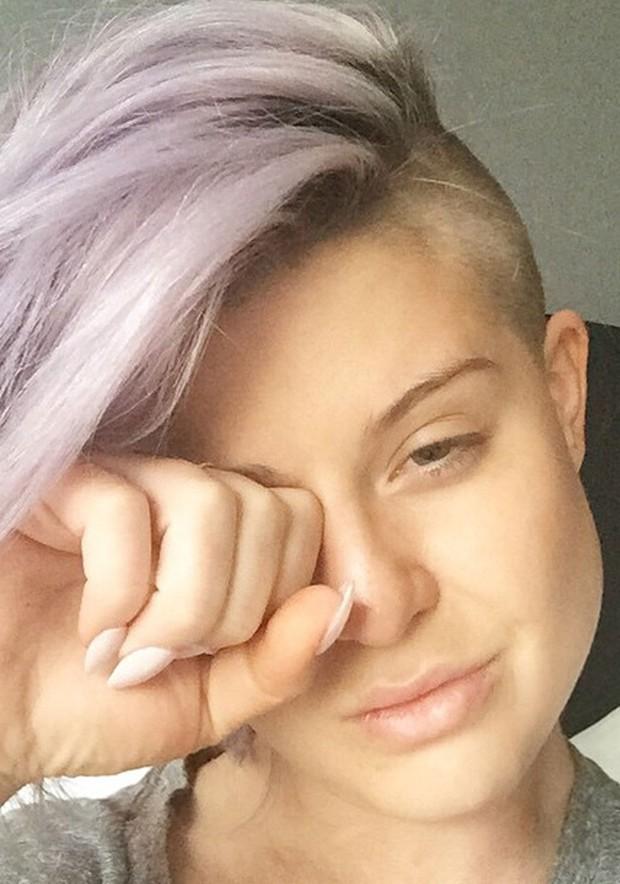Kelly Osbourne sem maquiagem (Foto: Reprodução)