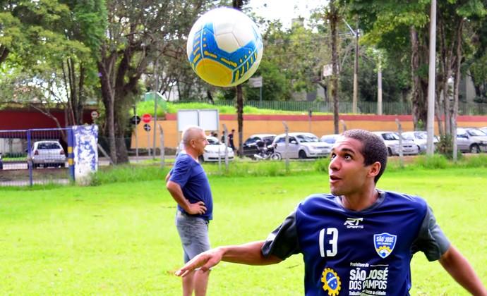 Léo volante São José dos Campos FC (Foto: Danilo Sardinha/GloboEsporte.com)