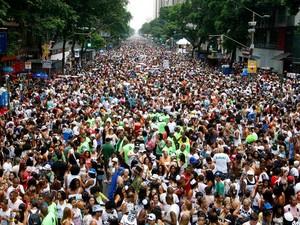 No carnaval, número da PM é maior do que o calculado pela Coppe-UFRJ (Foto: Marcelo de Jesus/G1)