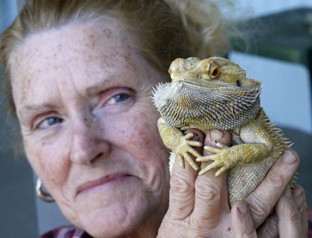 Sherrie Dolezal fez até respiração boca a boca para salvar dragão barbudo (Foto: Timothy J. Gonzalez/Statesman-Journal/AP)