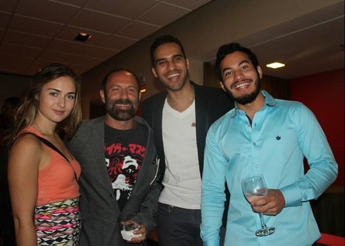 Elenco e diretor compareceram à pre-estreia em Manaus  (Foto: Romulo de Sousa/G1 AM)