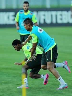 Casemiro e Fred no treino da seleção brasileira (Foto: Heuler Andrey / Mowa Press)