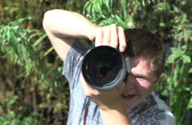 Para críticos, Oliver capta detalhes que os outros não veem. (Foto: BBC)