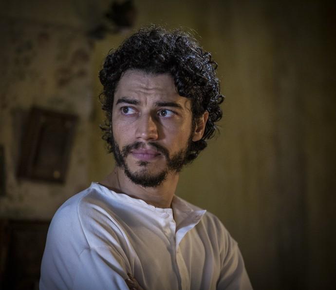 Martim revela a Iolanda que viu muito sofrimento (Foto: Inácio Moraes/ Gshow)
