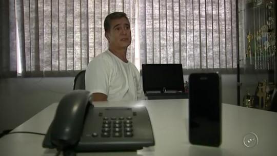 Professor decide não ter celular e chama a atenção no interior de SP