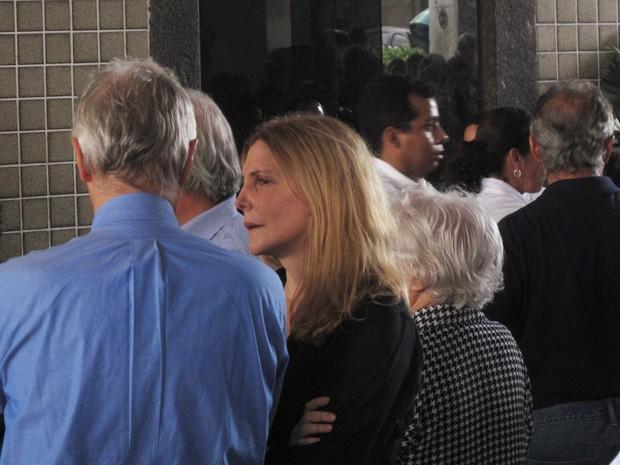 Atriz Maria Padilha presta solidariedade à família de Maria Cândida Portinari (Foto: João Bandeira de Mello / G1)