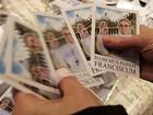 Vaticano já tem produtos com foto do Papa (Eric Gaillard/Reuters)