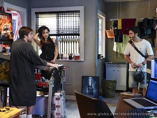 William conta para Guto que seleção foi adiada  (Foto: Além do Horizonte/TV Globo)