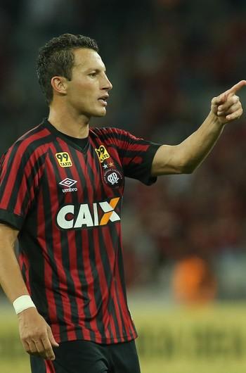 Gustavo Atlético-PR (Foto: Giuliano Gomes/ Agência PRPRESS)