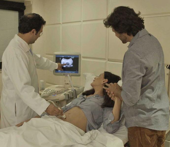 Mãe de Beto fica emocionada ao ver o ultrassom (Foto: TV Globo)