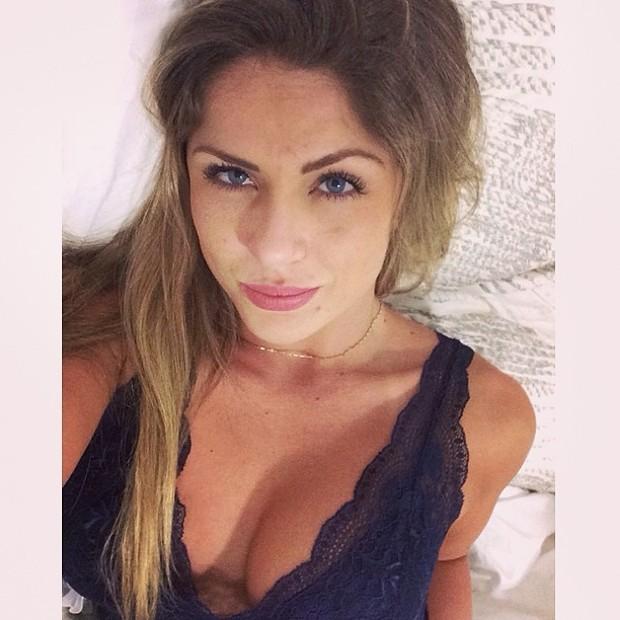 Ex-BBB Renatinha posa decotada (Foto: Instagram/ Reprodução)