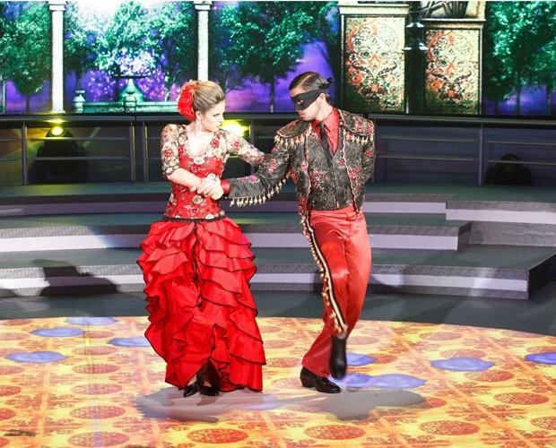 Rodrigo Simas se apresentou com a bailarina Raquel Guarini (Foto: Domingão do Faustão/ TV Globo)