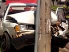 Por causa do calor, mulher perde os sentidos e bate carro em poste