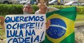 Manifestantes fazem ato pacífico (Roseane Araújo/G1)