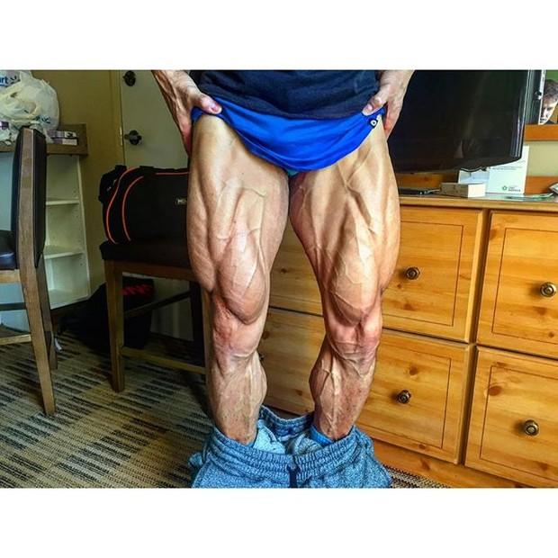 Pernas de Felipe Franco (Foto: Reprodução/Instagram)