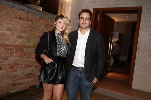 Rodrigo Scarpa, o Repórter Vesgo, com a namorada (Foto: Manuela Scarpa/Foto Rio News)