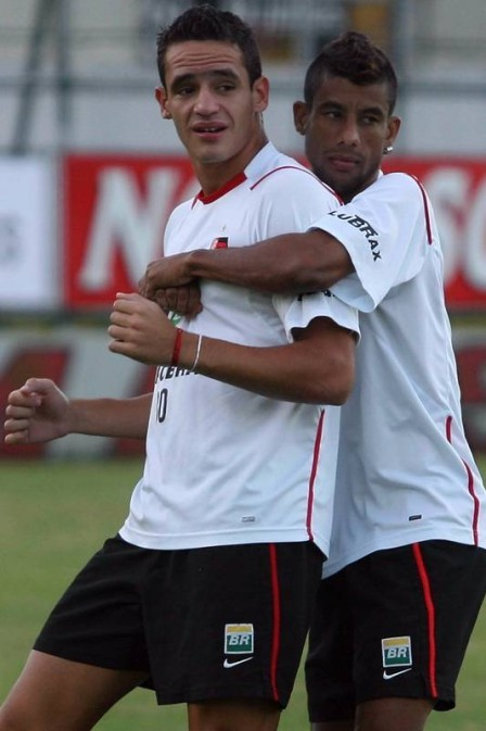 Renato Augusto e Léo Moura na época do Flamengo