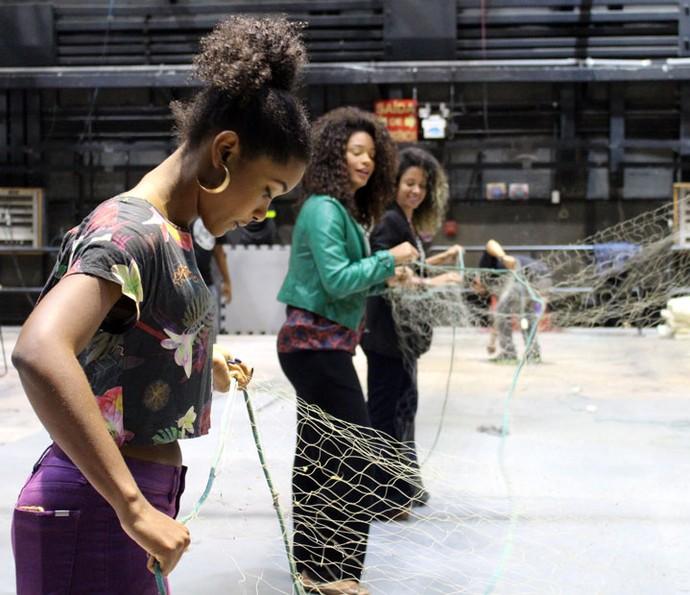 Erika Kanuza, Juliana Alves e Cinara Leal tiveram seu primeiro contato com rede de pesca ainda nos Estúdios Globo (Foto: Anny Ribeiro / Gshow)